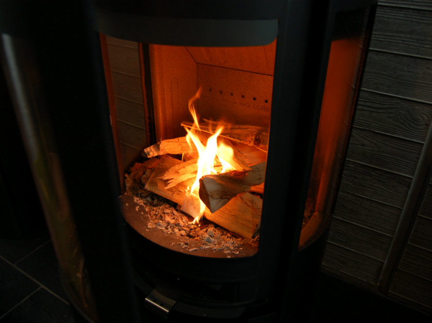 how to light a fire correctly in your wood burning stove. Black Bedroom Furniture Sets. Home Design Ideas