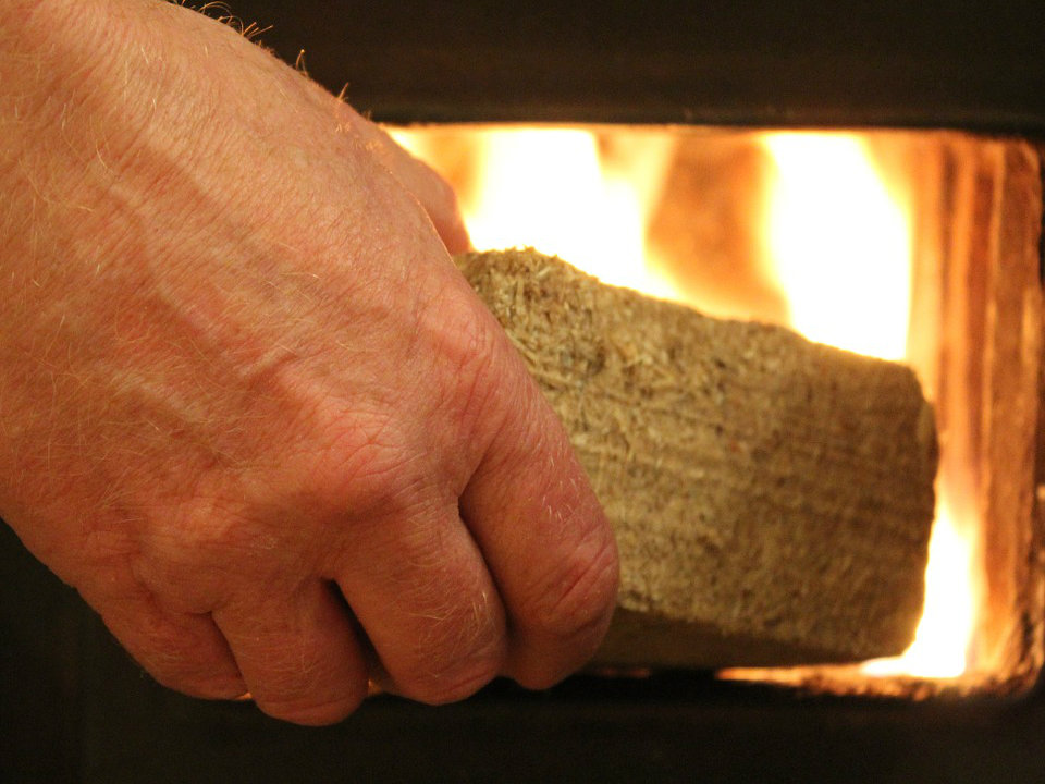 Træbriket til fyring i brændeovn